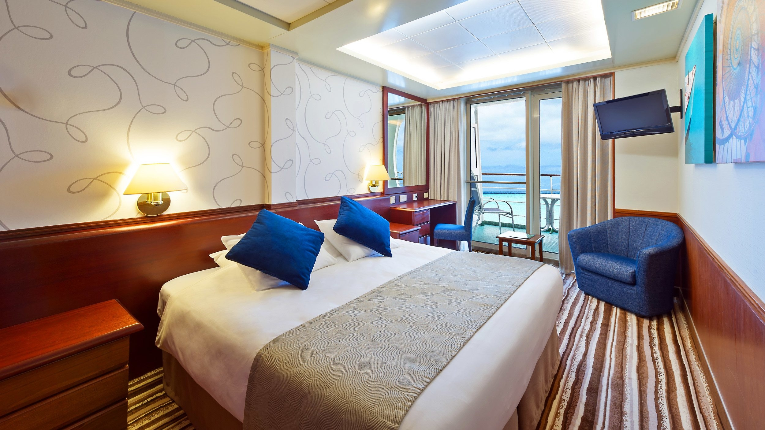 Pacific explorer cruises great deals on cruises with for Balcony in room