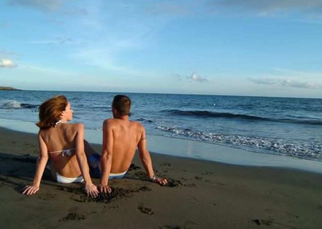 Couple on San Agustin beach