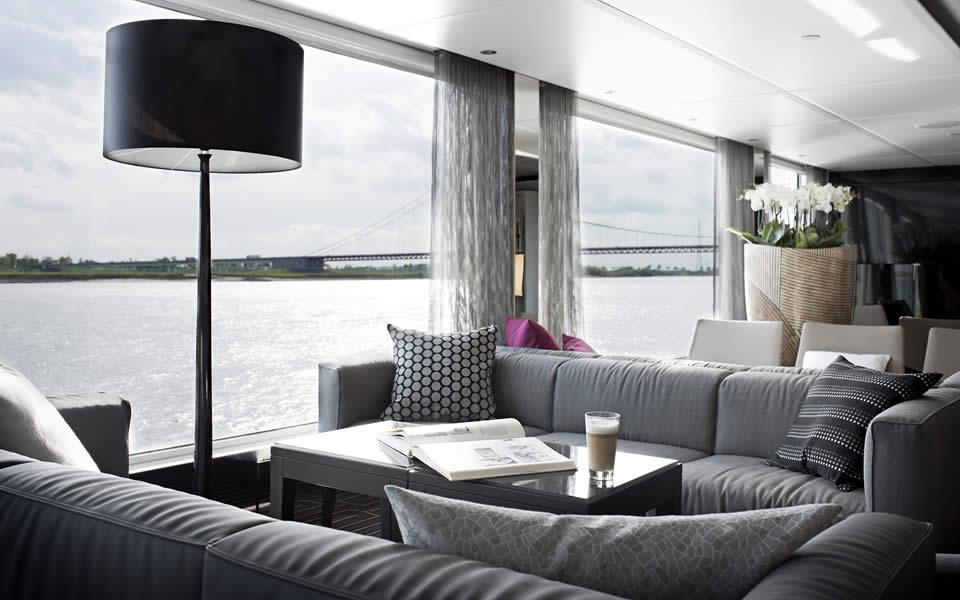Emerald Waterways Horizon Bar & Lounge