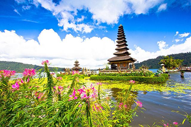 Borobudur & Indonesian Islands Stay & Cruise